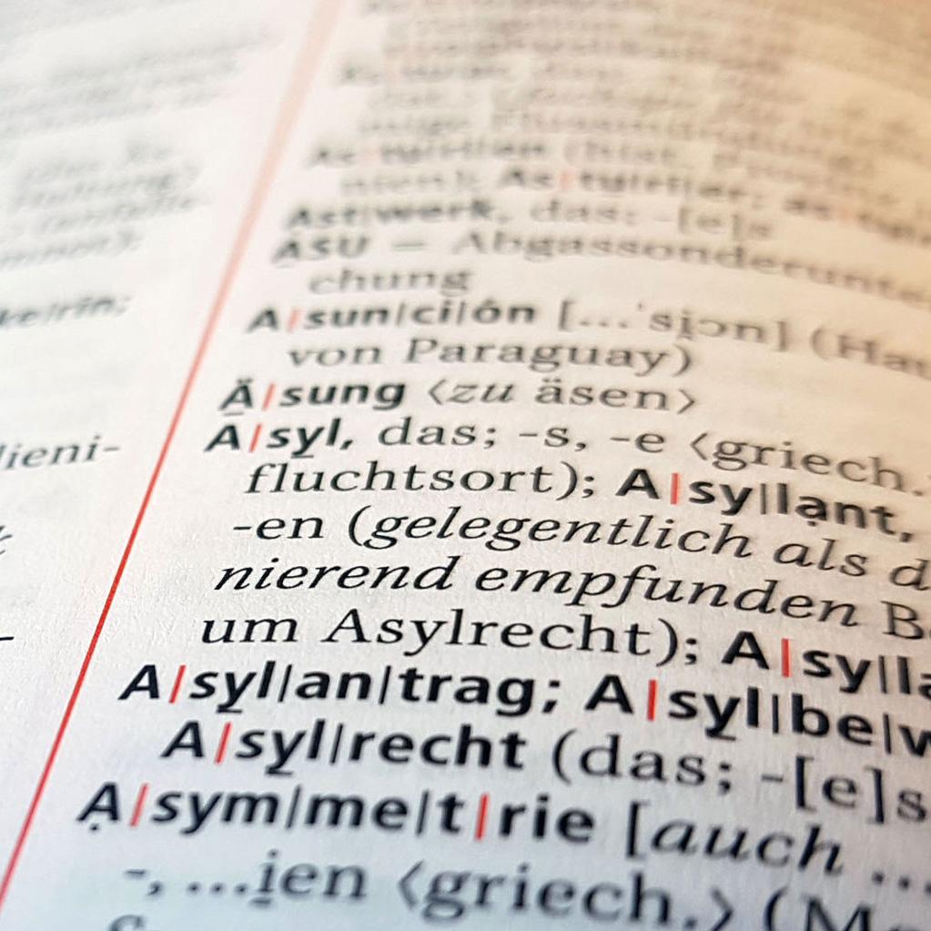 Wörterbuch mit dem aufgeschlagenen Eintrag Asyl.