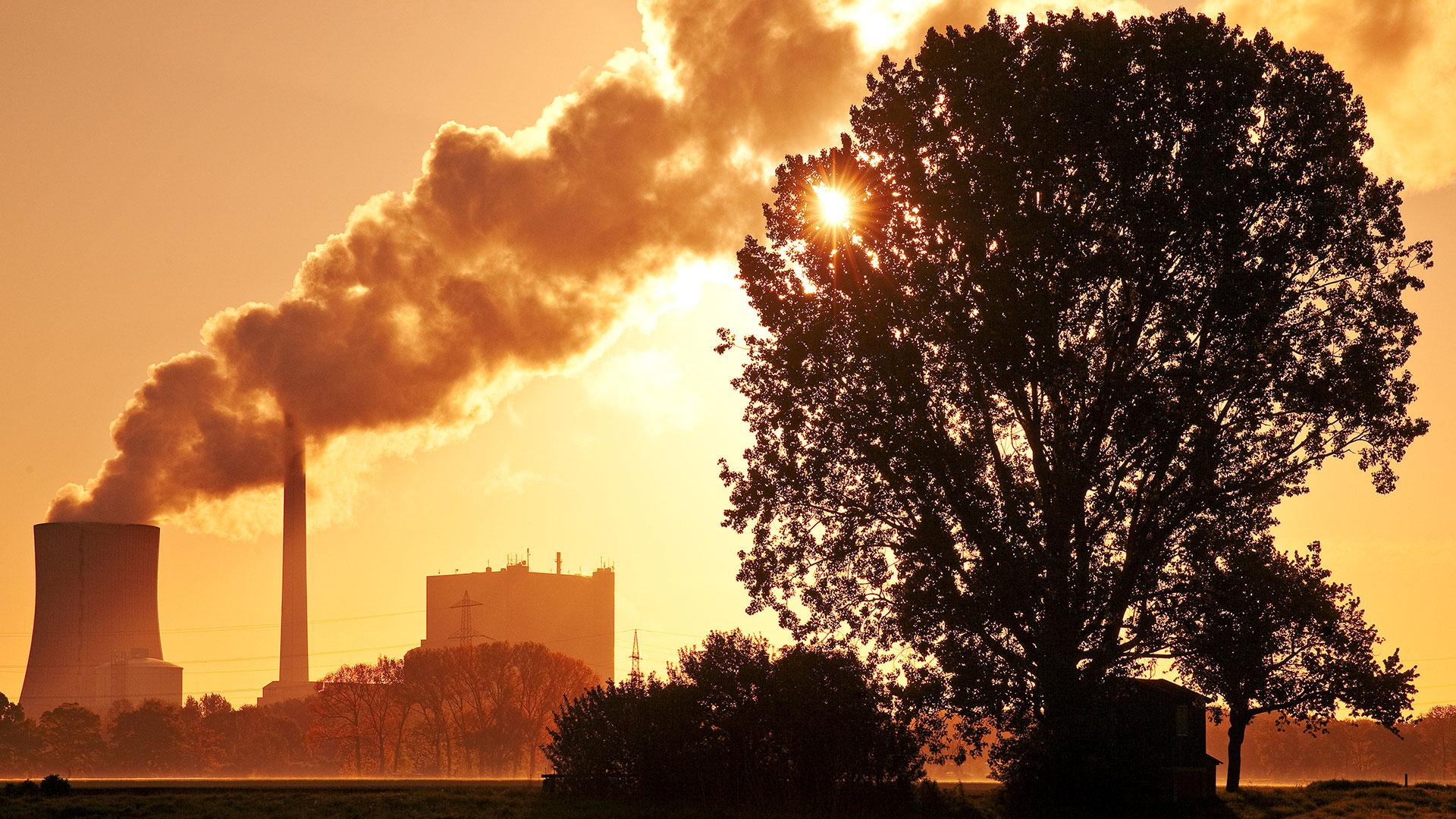 Kraftwerk Heyden am fruehen Morgen, Steinkohlekraftwerk, Klimaerwaermung, Kohleausstieg, Petershagen, Nordrhein-Westfalen, Deutschland, Europa