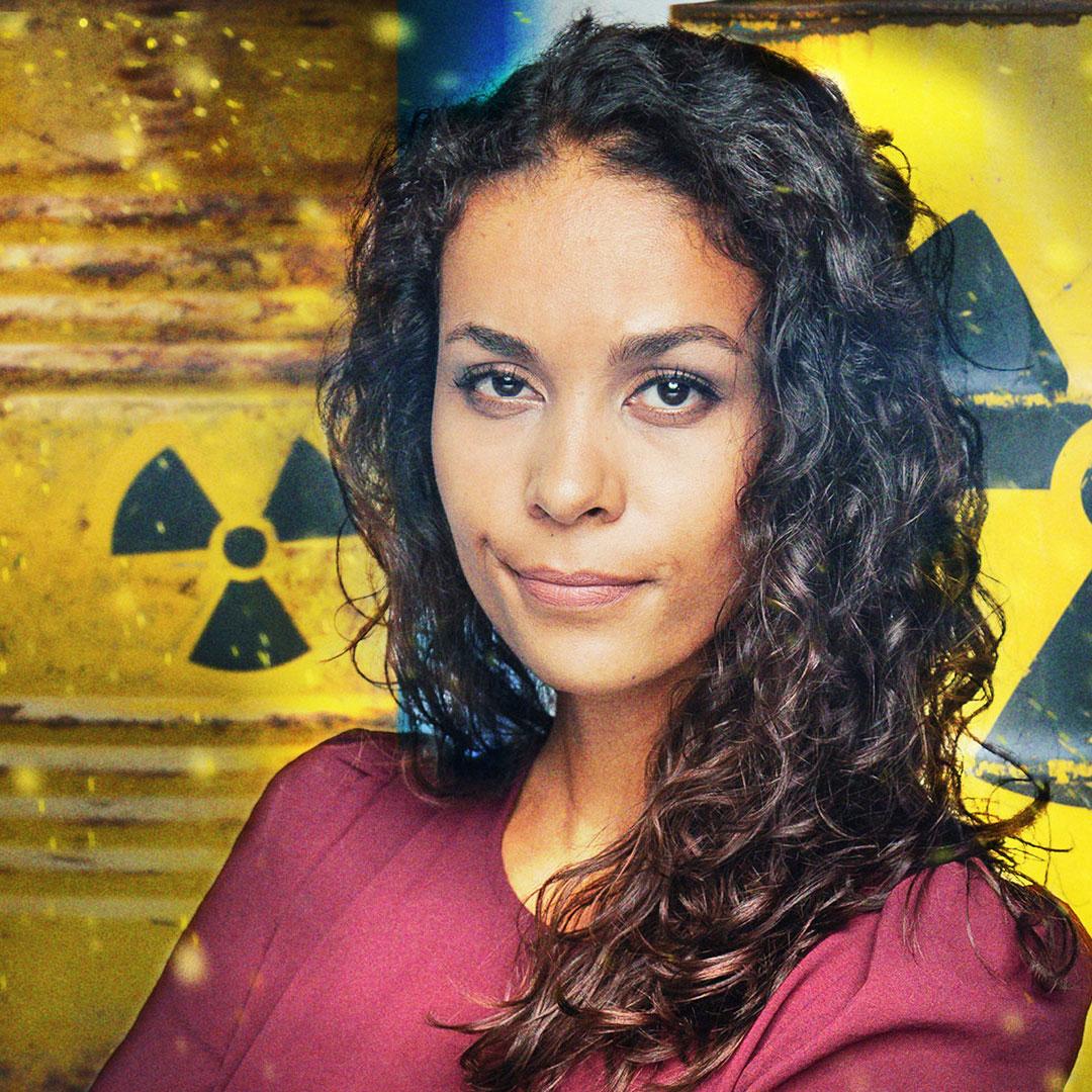 Florence Randrianarisoa vor Atommüllfässern
