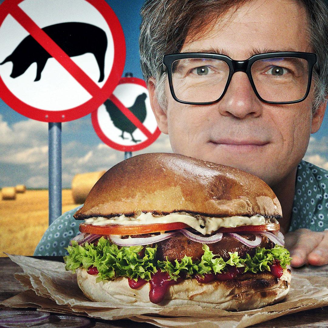 Ralph Caspers hinter einem Burger
