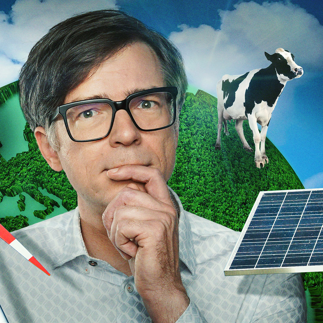 Ralph Caspers vor grüner Erdkugel