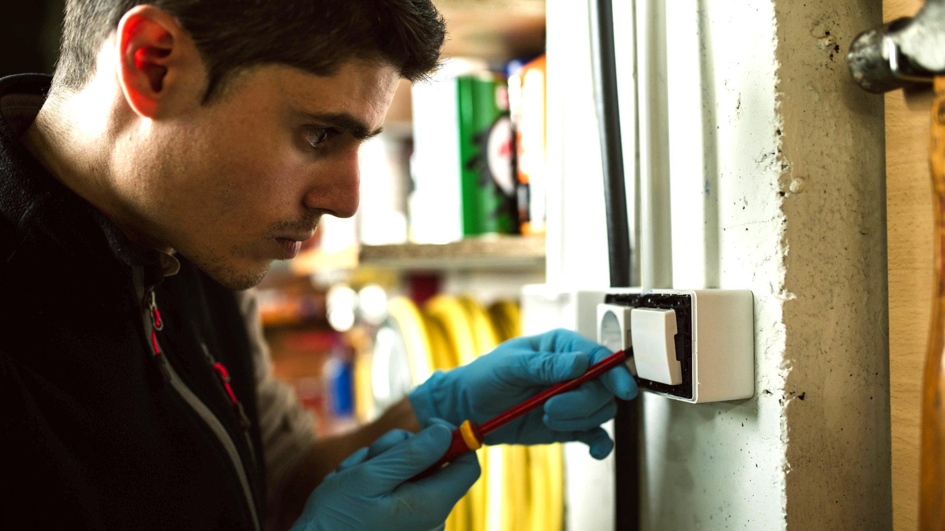 Stromschlag Beim Anfassen Von Gegenständen