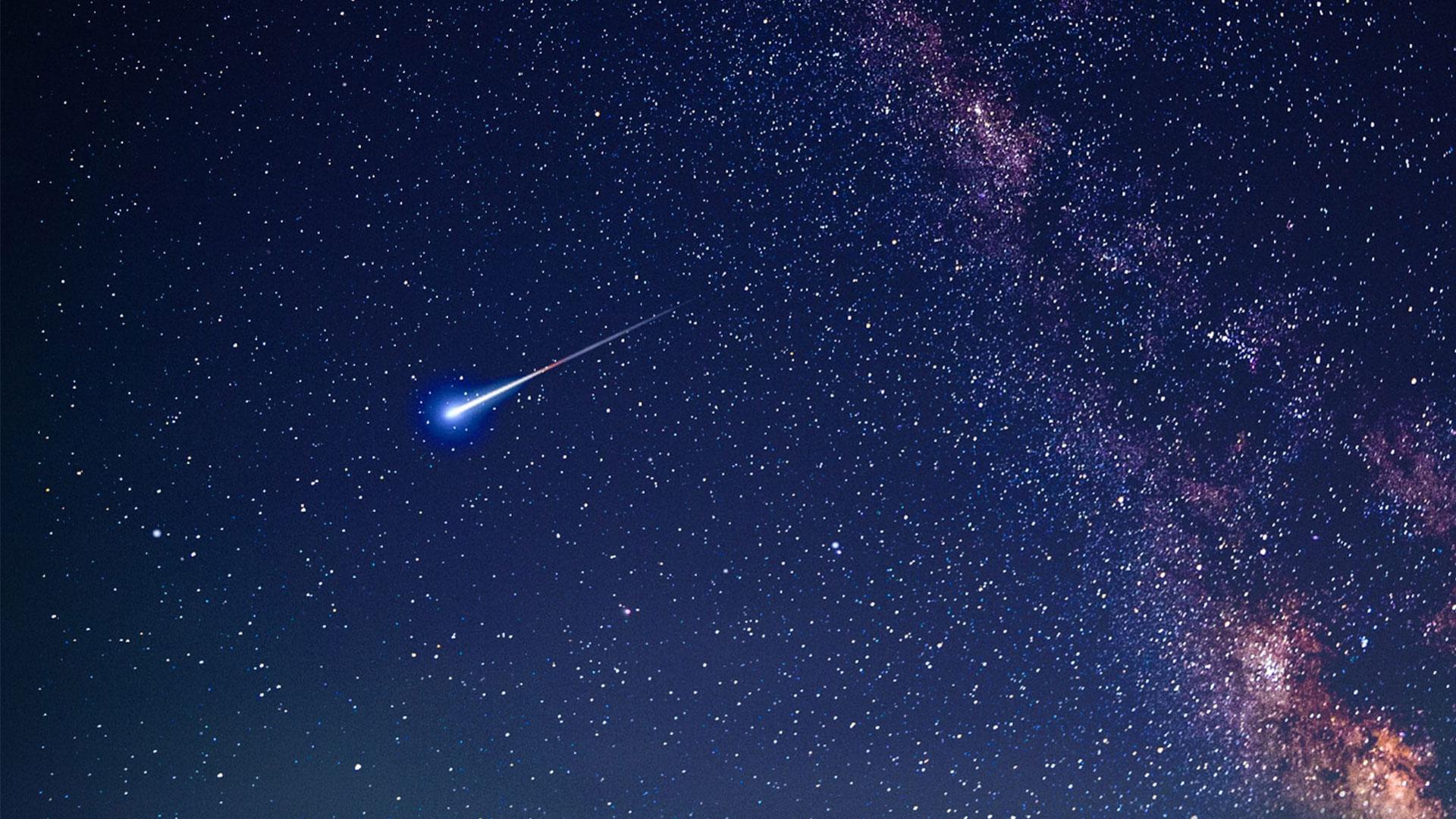 Leuchtendes Objekt am Nachthimmel.